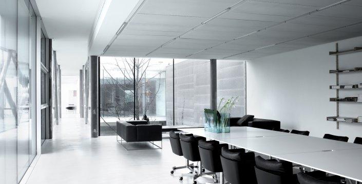 betonowa podłoga w biurz